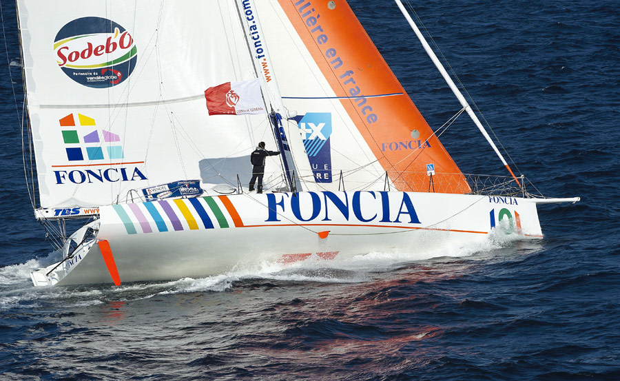Michel Desjoyeaux on Foncia won the 2009 Vendée Globe - Guelt Nautic